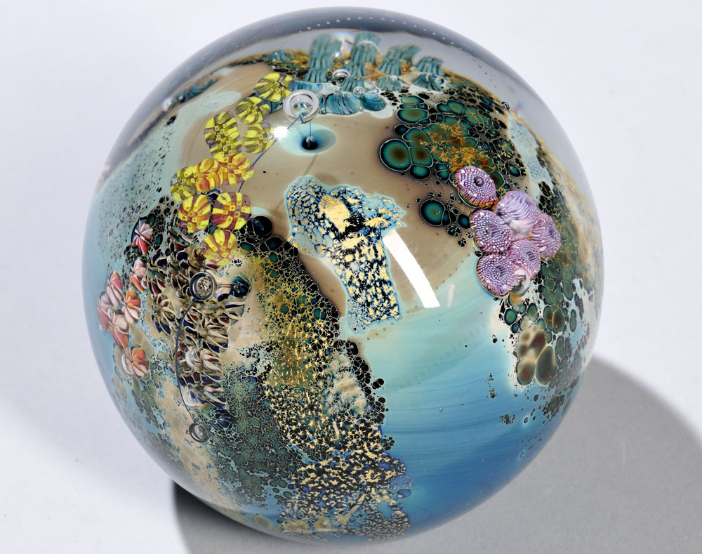 Large Josh Simpson (b. 1949) Paperweight, Massachusetts, 1989 (Estimate: $200-400)